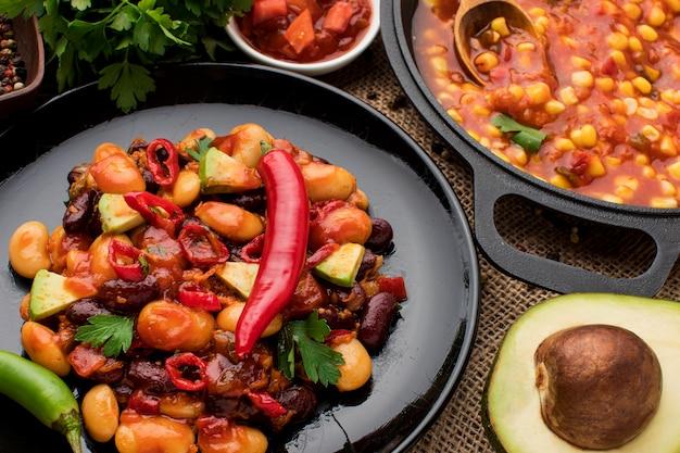 Close-up savoureux plats mexicains prêts à être servis