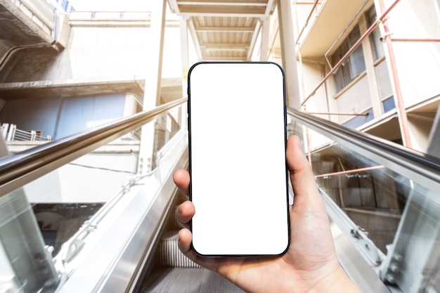Close up smartphone avec écran blanc vierge