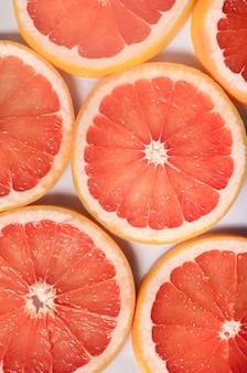 Close up de tranches de pamplemousse frais