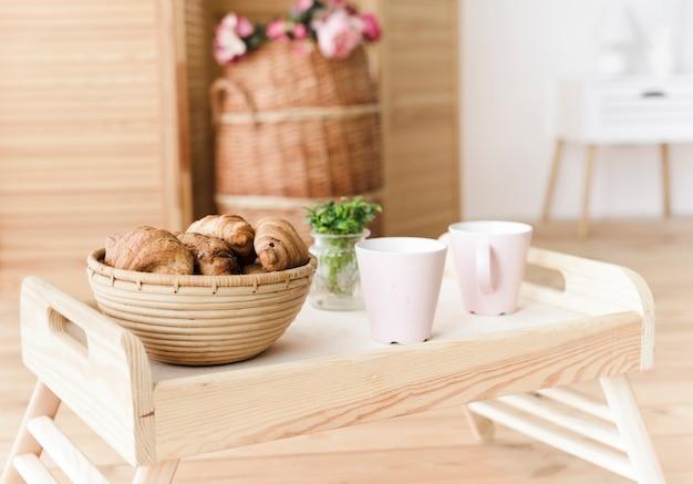 Close-up tray avec petit-déjeuner