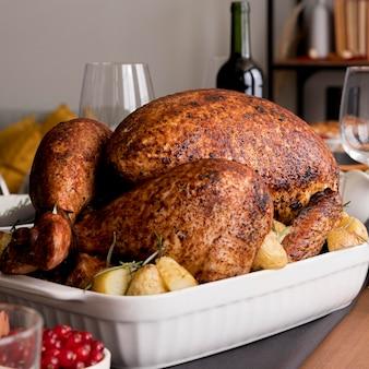 Close-up turkey préparé pour le jour de thanksgiving