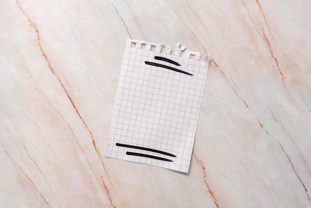 Close-up white jigsaw pattern puzzle pieces à connecter avec la dernière pièce manquante positionnée sur un