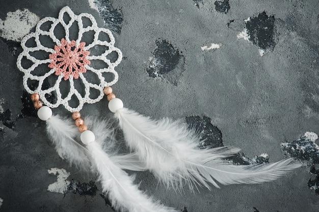 Closeup attrapeur de rêves blanc