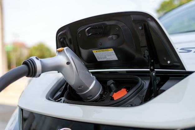 Closeup chargeur de batterie pour voiture électrique