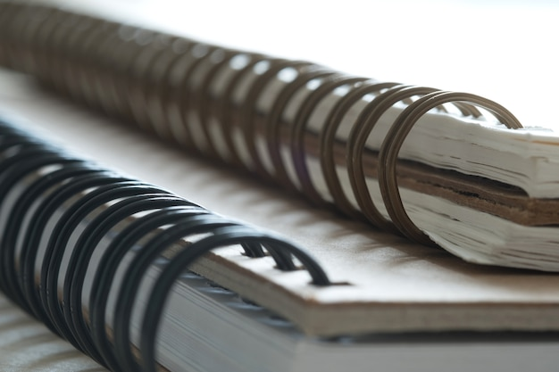 Closeup extrême d'un cahier à spirale
