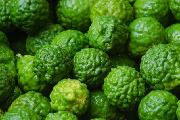 Closeup fruit de la bergamote sur le fond.