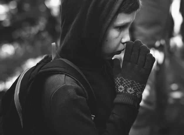 Closeup garçon en hiver
