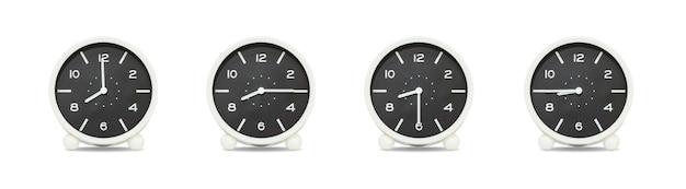 Closeup groupe d'horloge isolé sur fond blanc