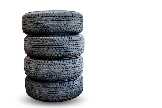 Closeup groupe de pneus sur fond blanc.