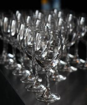 Closeup image de verres à pied vides