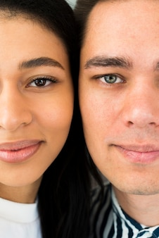 Closeup jeune couple attractif