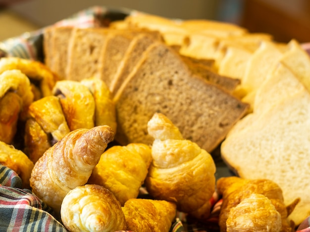 Closeup pain dans le panier.