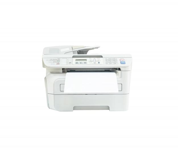 Closeup photocopieur avec du papier blanc isolé sur blanc