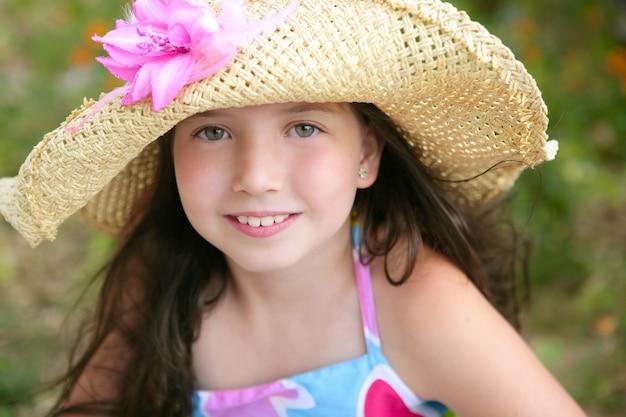 Closeup portrait de belle adolescente