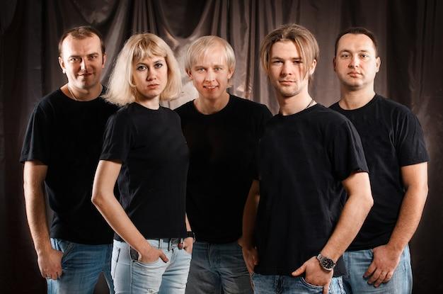 Closeup.portrait du groupe musical d'étudiants. jeunesse et loisirs