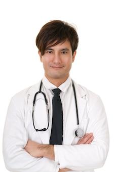 Closeup portrait de médecin de médecine asiatique sur fond blanc en studio.