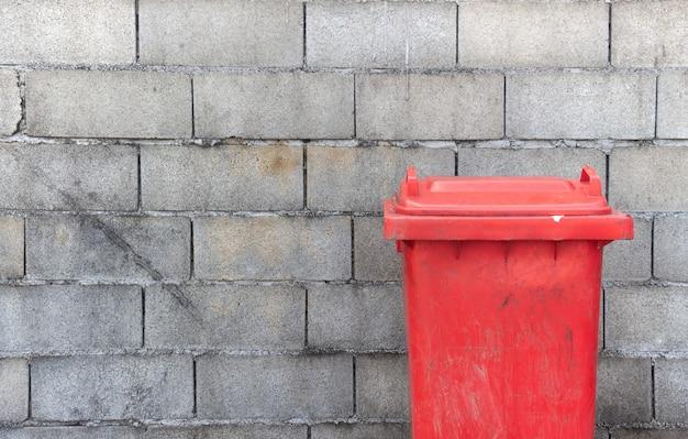 Closeup poubelle dangereuse