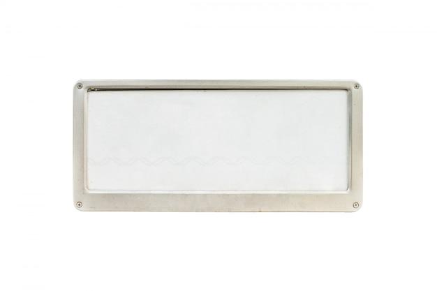Closeup vieux blanc plaque d'immatriculation à la devant de la voiture isolée sur fond blanc