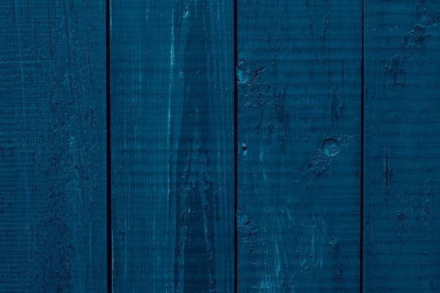 Clôture en bois bleu foncé, surface de bureau.