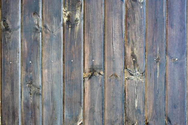 Clôture en bois brun noué naturel