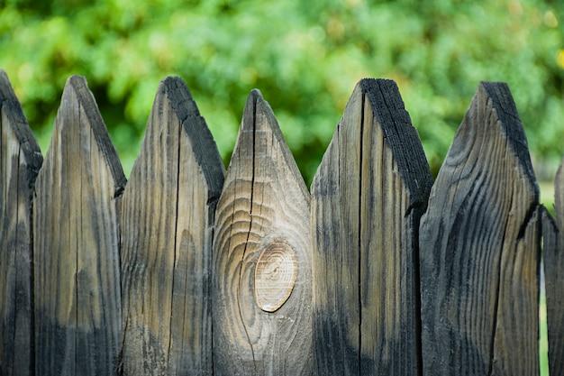 Clôture en bois, le grand plan.
