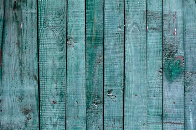 Clôture en bois noué naturel