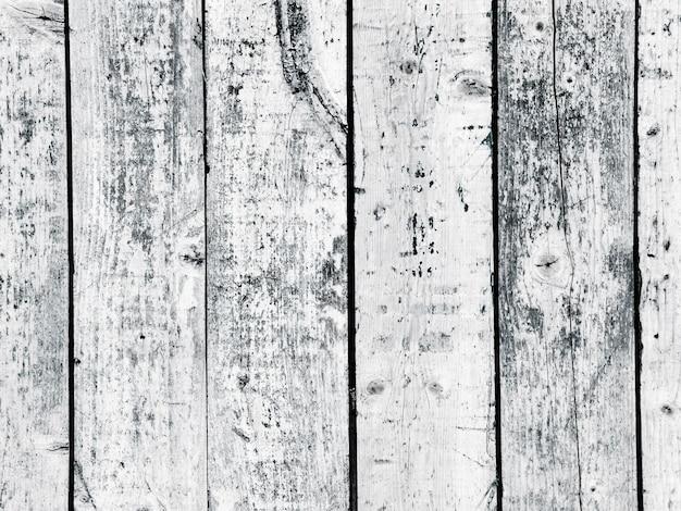 Clôture en bois patiné texturé