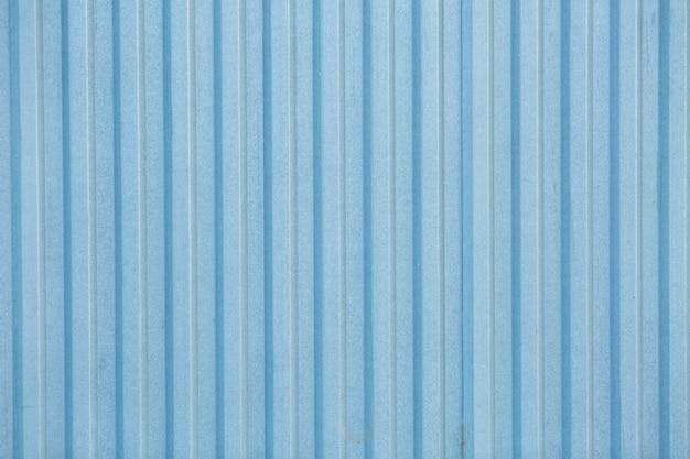Clôture en métal bleu dans la zone industrielle. texture de clôture turquoise ancienne vintage