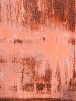 Clôture en métal rouge rouille