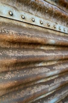 Clôture en métal rouillé