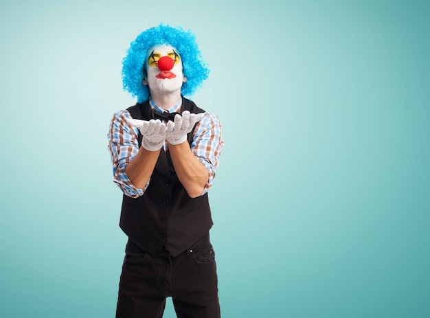 Clown d'envoyer un baiser