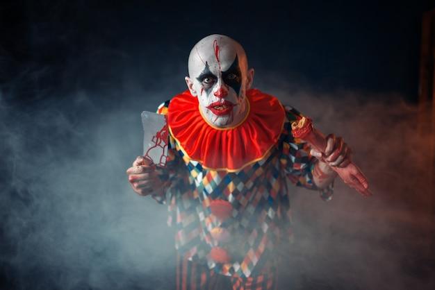 Clown sanglant avec couperet à viande et batte de baseball