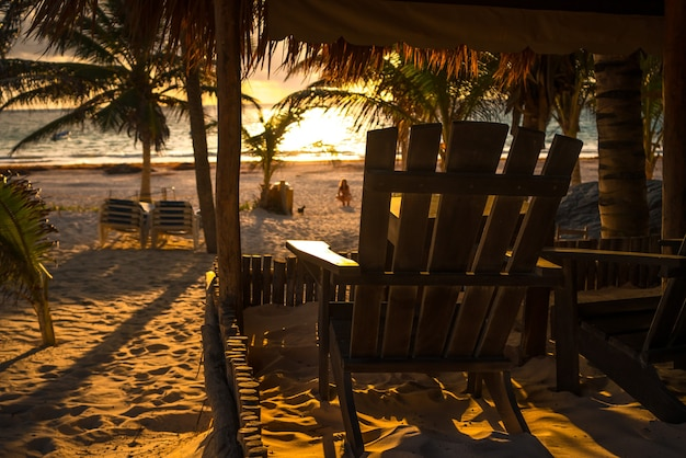 Club de plage lever du soleil