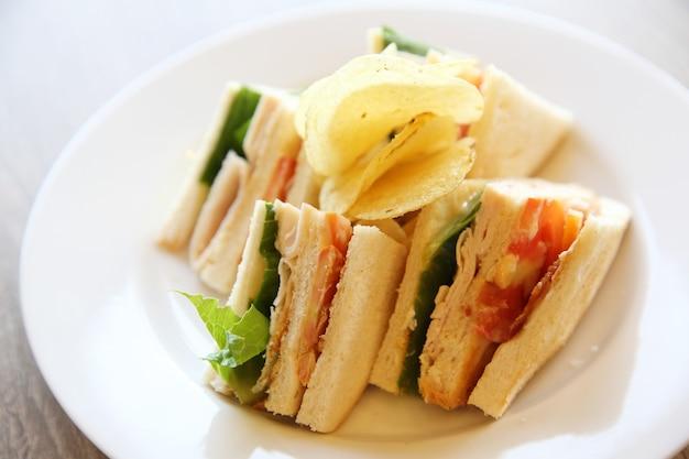 Club sandwich sur bois