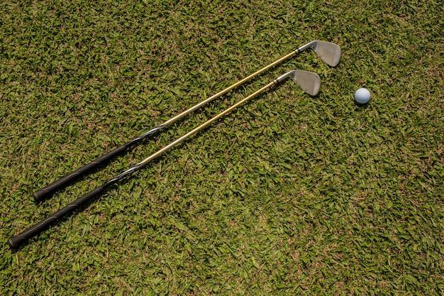 Clubs et balles de golf. bali. indonésie.