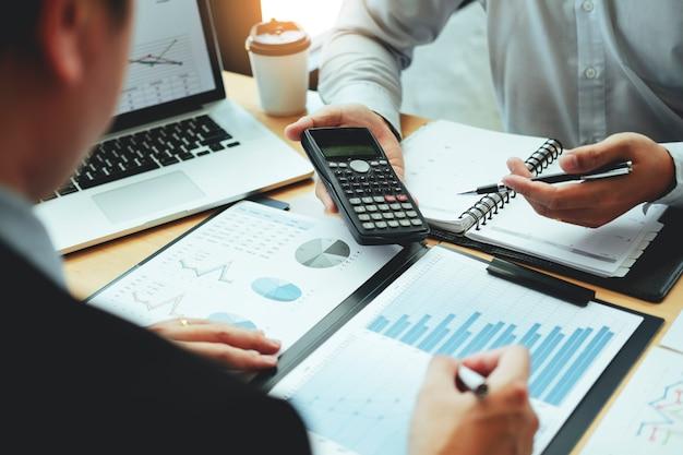 Co-working business team consultation réunion planification stratégie analyse investissement