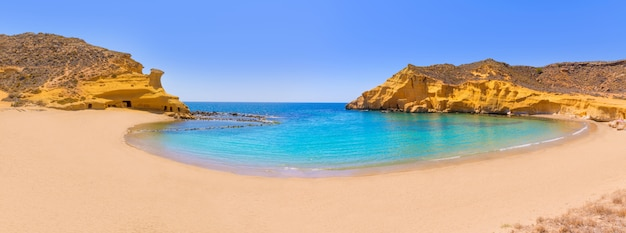 Cocedores beach à murcia près de aguilas en espagne