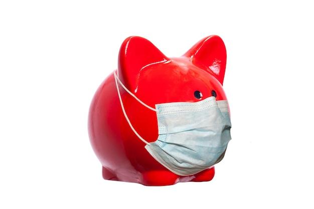 Cochon rouge jouet isolé sur fond blanc