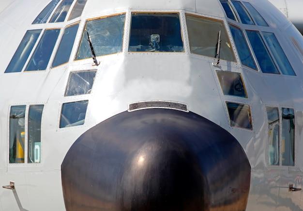 Cockpit avant des avions militaires