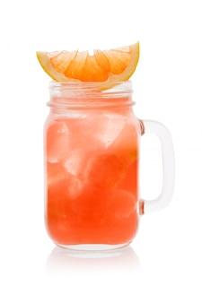 Cocktail d'agrumes avec une tranche d'orange