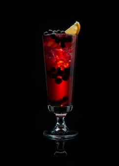 Cocktail alcoolisé au cassis