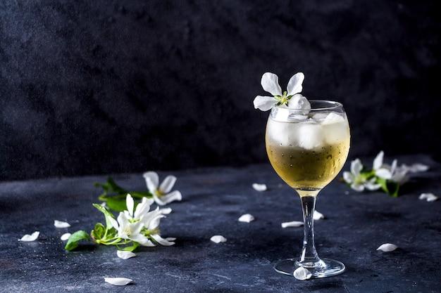 Cocktail alcoolisé au vin mousseux