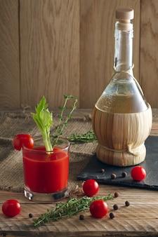 Cocktail alcoolisé bloody mary.