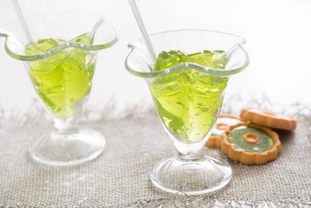 Cocktail au citron et à la menthe fraîche