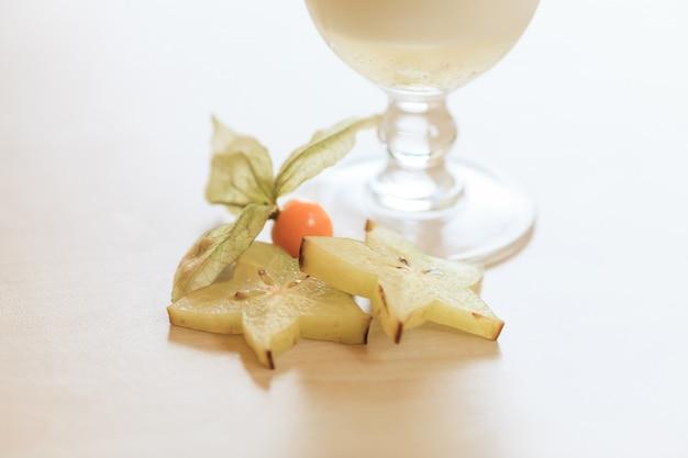 Cocktail au lait. concept de nourriture et de boisson