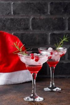 Cocktail de canneberges et de margarita. boisson de noël
