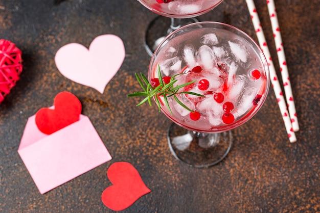 Cocktail de canneberges et de margarita. boisson de saint valentin