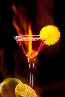 Cocktail coloré. fond de fête