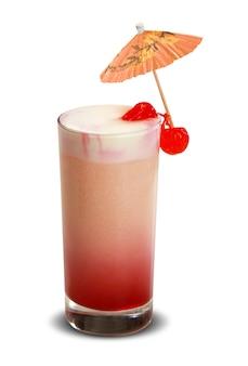 Cocktail de fruits. boisson froide traditionnelle en été.