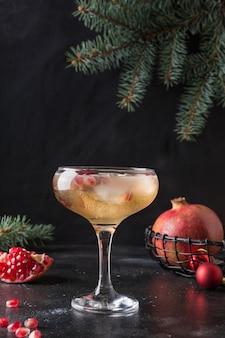 Cocktail de grenade de vin mousseux aux canneberges